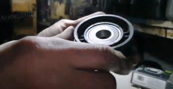 Как смазать натяжной ролик, обводной ролик и подшипников с резиновым пыльником на Фиат Альбеа